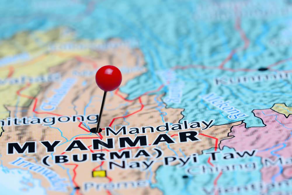 mapa do myanmar com um alfinete em mandalay