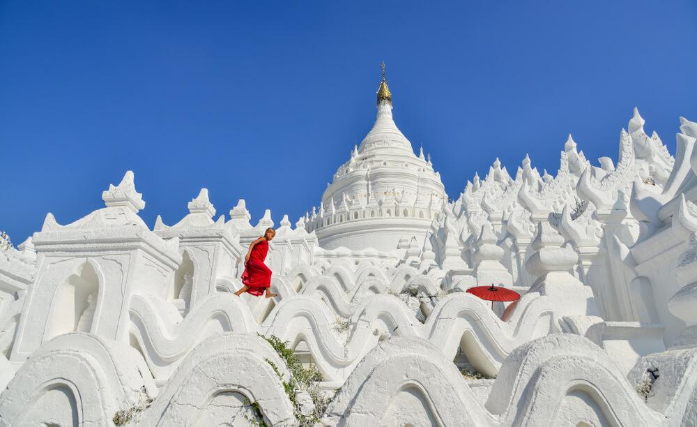 monges noviços no templo branco de mandalay