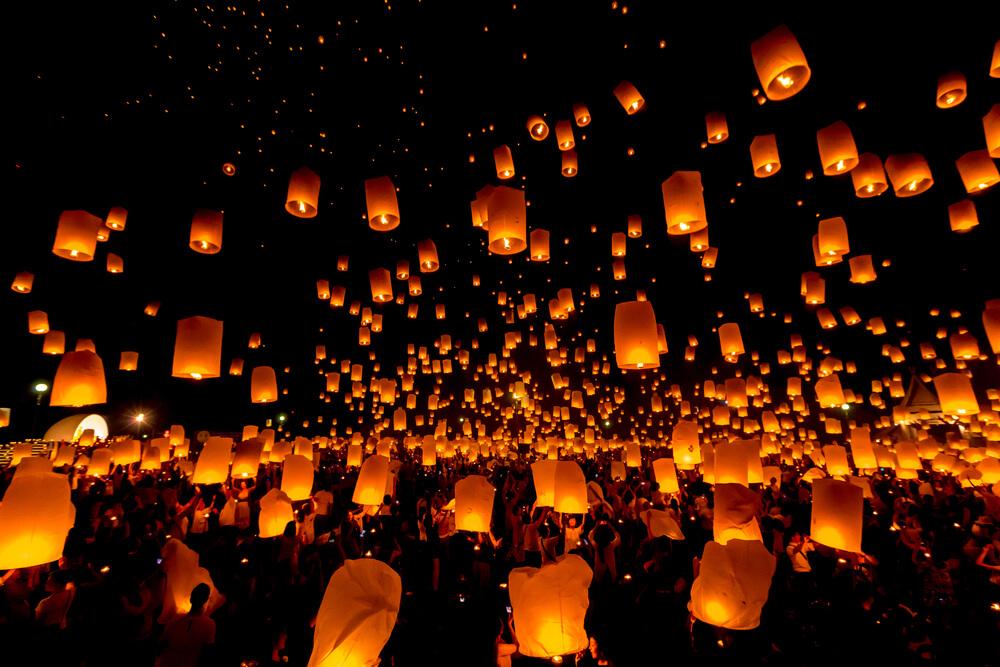 lanternas de papel durante o festival de yee peng