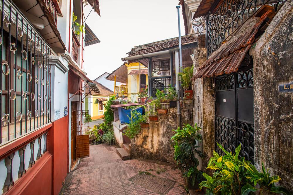 ruas do bairro das fontainhas em goa
