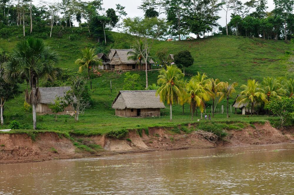 casas de uma das comunidades que vive na amazonia
