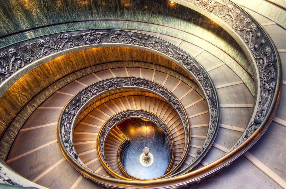 escadas do museu do vaticano vista desde cima