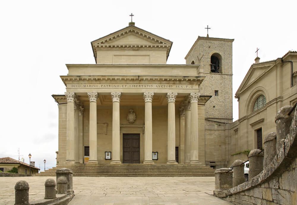 fachada principal da basilica de san marino