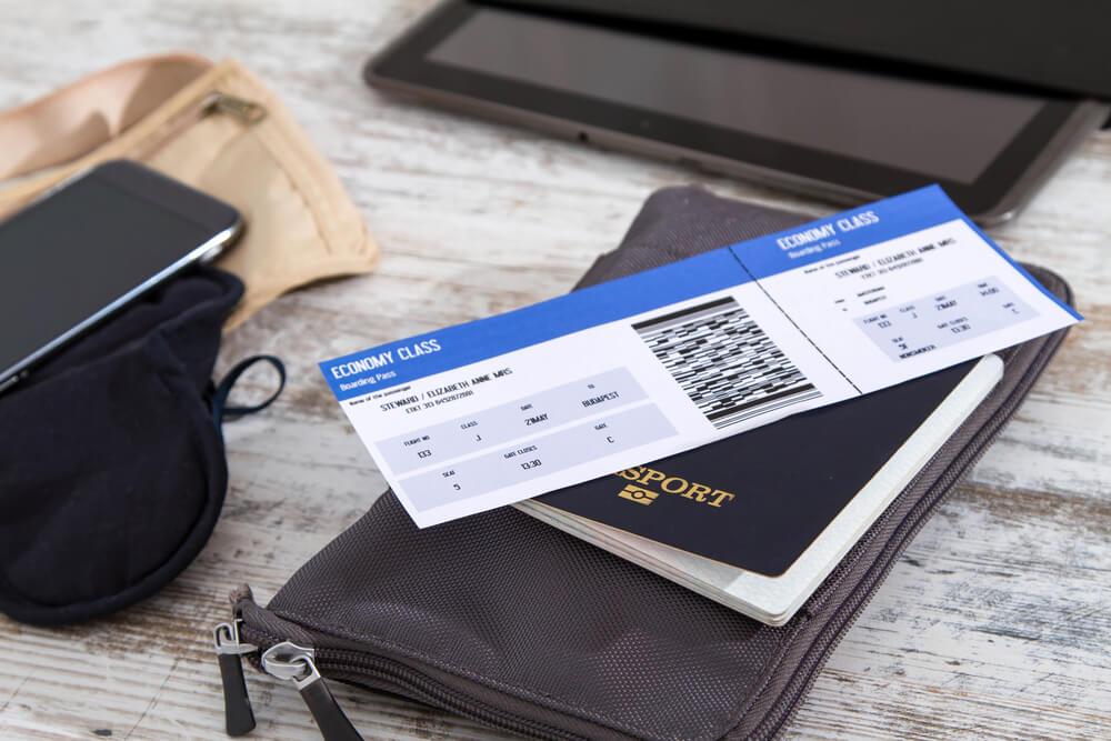 passaporte e bilhetes de aviao