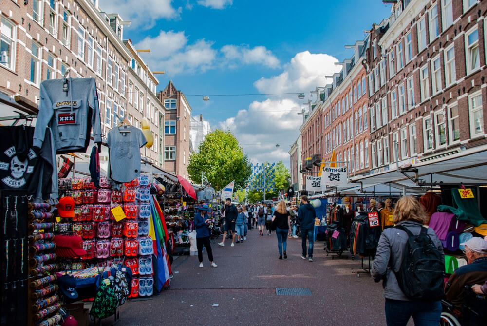 vista da rua durante o mercado de albert cuyp
