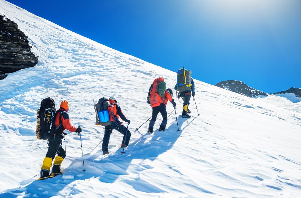 alpinistas no monte evereste