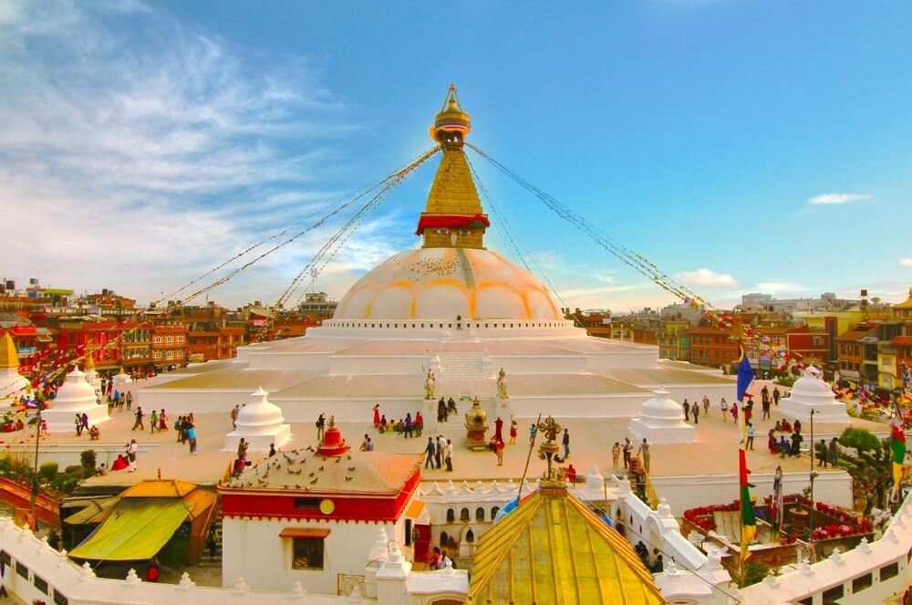 por do sol no templo boudhanath stupa