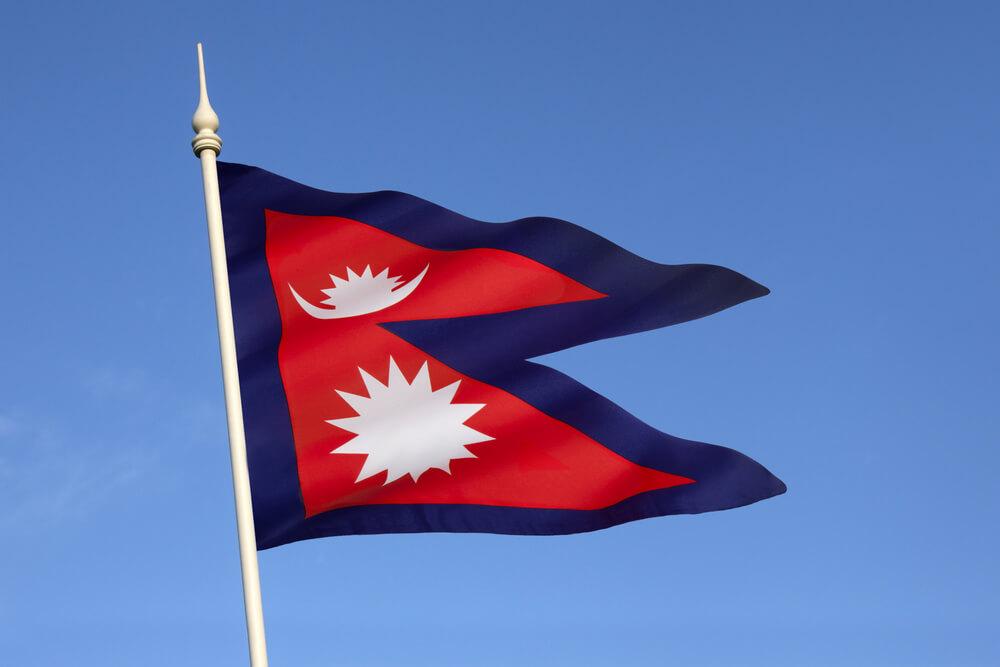 bandeira triangular do nepal ao vento