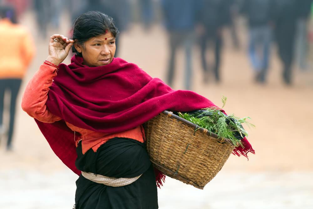 mulher no mercado de bhaktapur