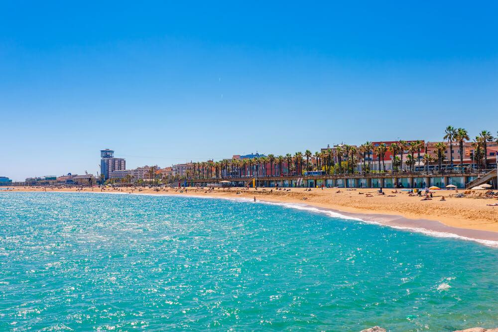 praia da barceloneta vista desde o mar
