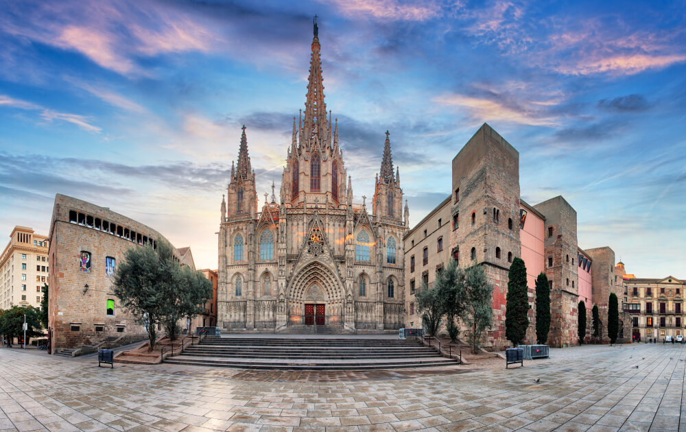 vista frontal da catedral de barcelona