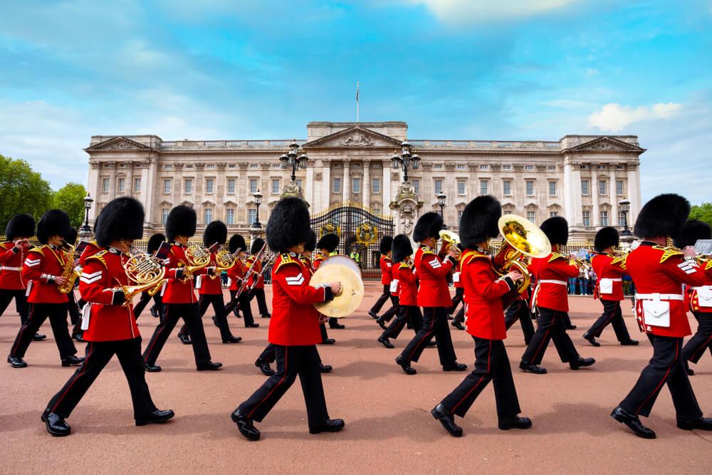 troca de guarda em frente ao palacio de buckingham
