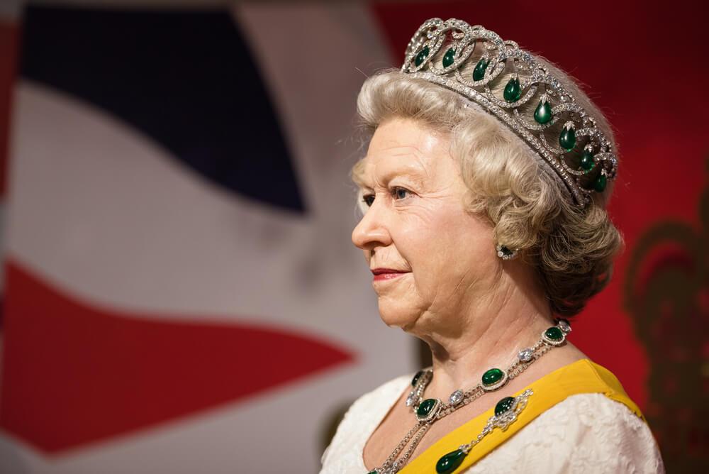 rainha de inglaterra no madame tussauds