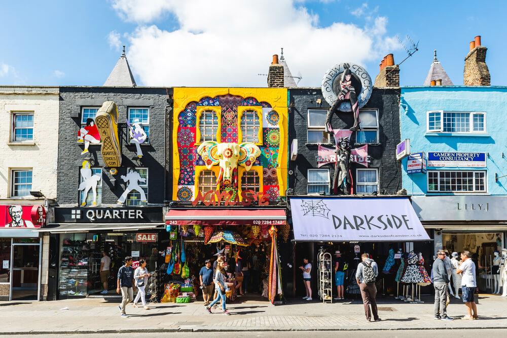 lojas coloridas em camden town