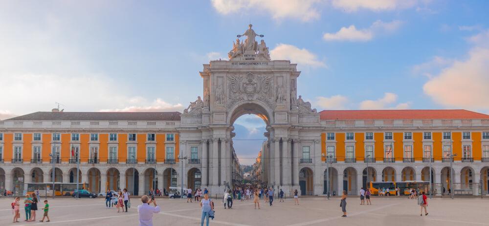praça do comercio e arco da rua augusta de lisboa