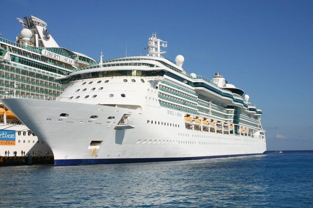 cruzeiro da royal caribbean atracado