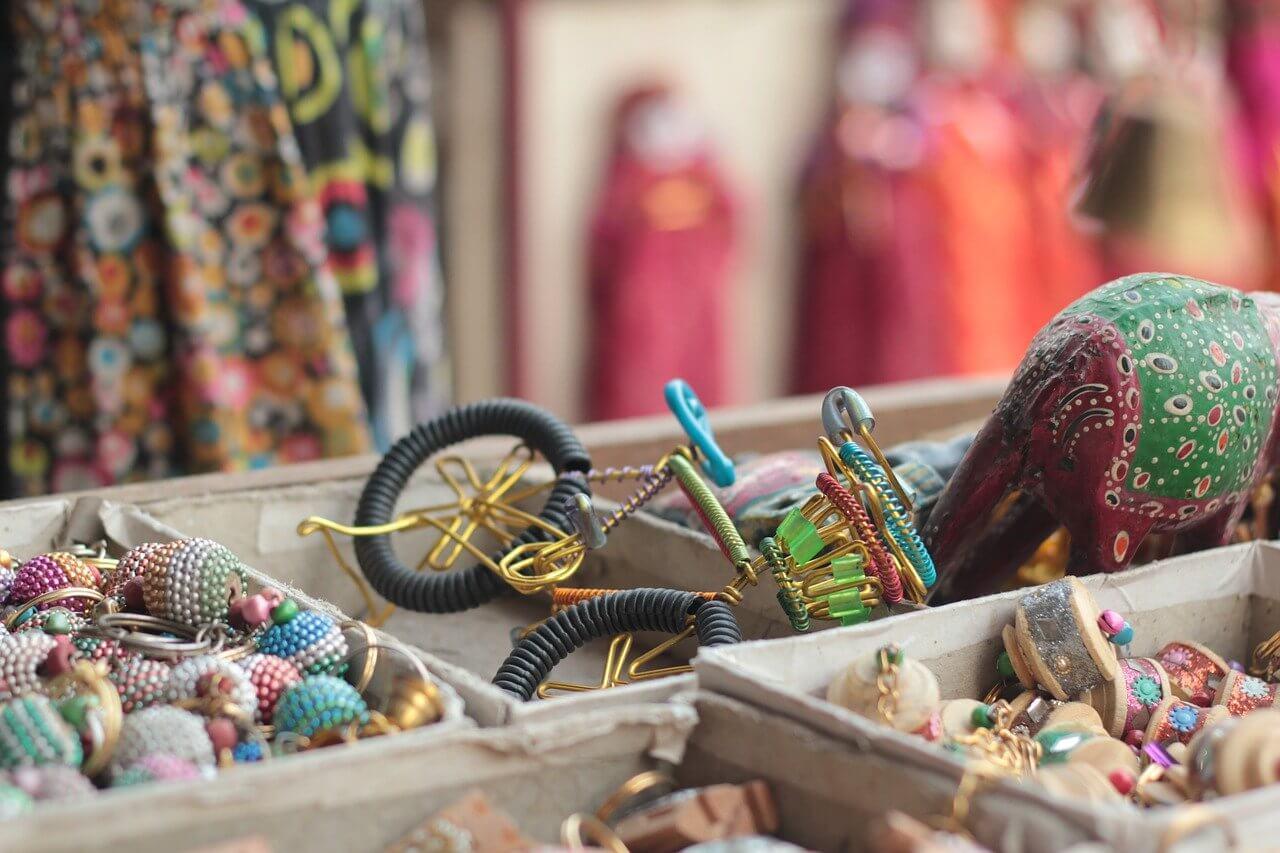 artesanato num mercado de jaipur