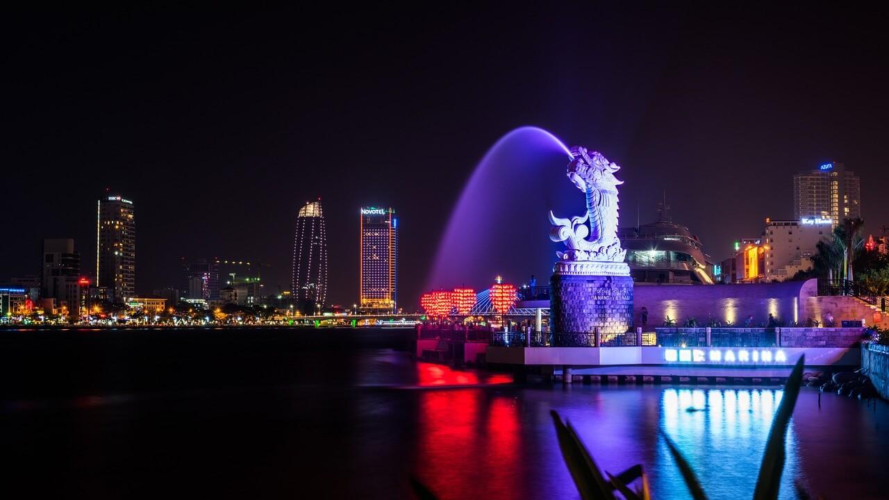 panoramica de da nang a noite