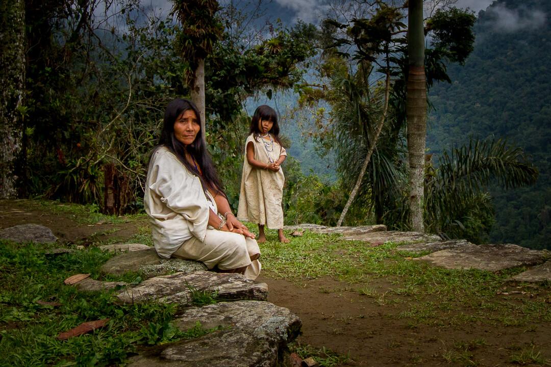 mulher e criança kogui