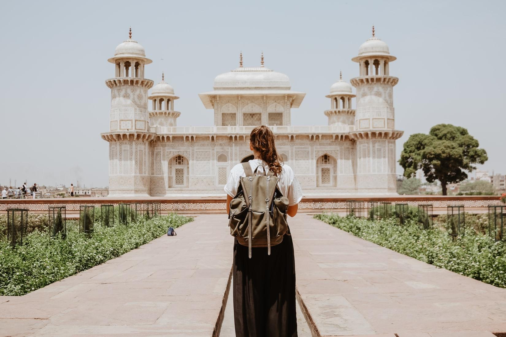 Como viajar sozinho