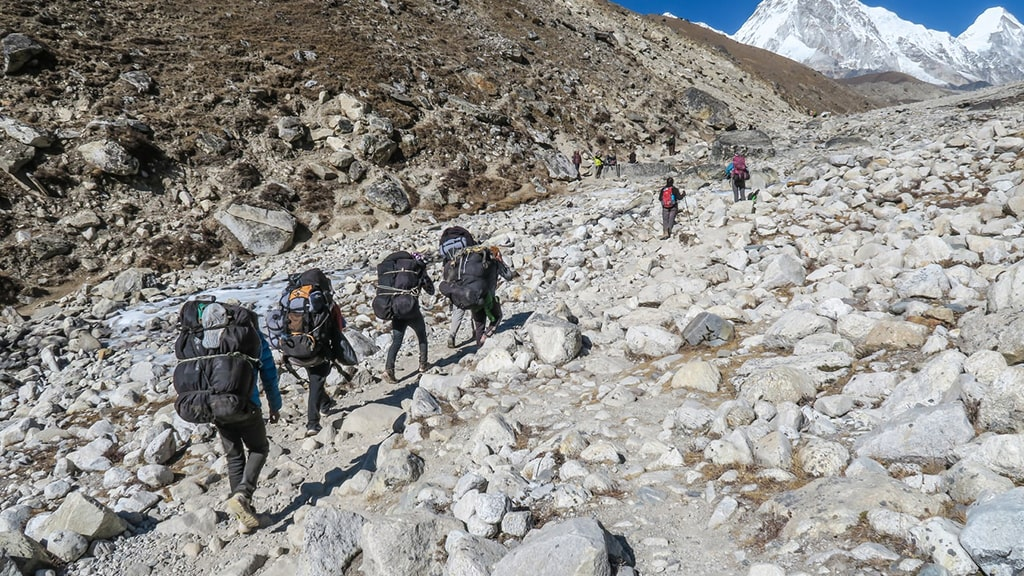 Grupo de trekking Himalaias