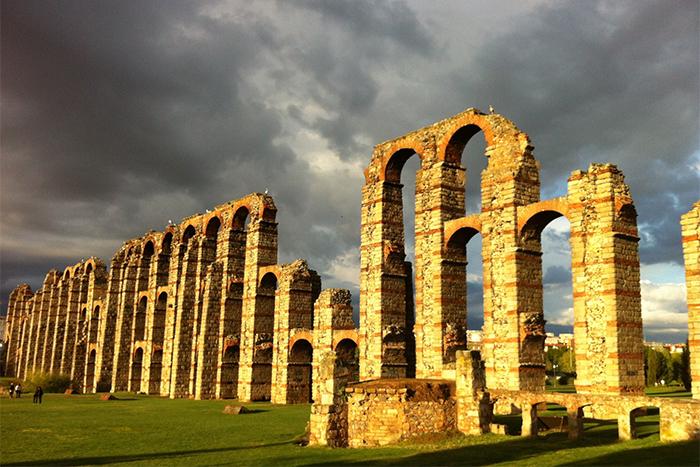 Aqueduto dos Milagres ruínas romanas
