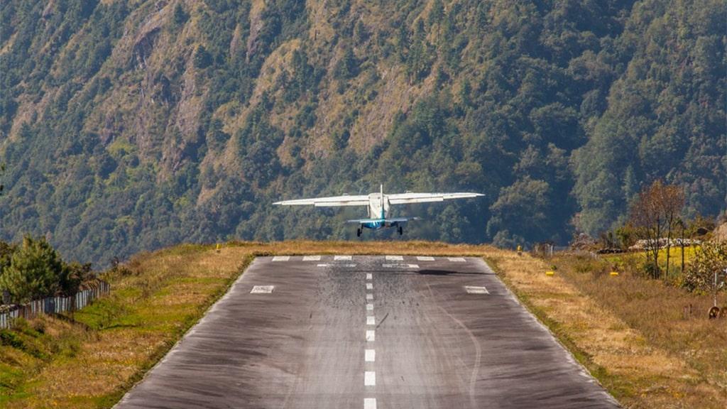 Nepal aeroporto nos Himalaias