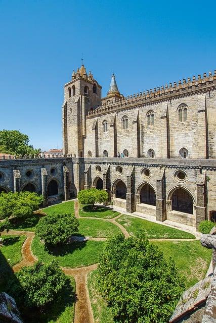 claustro da catedral se em evora