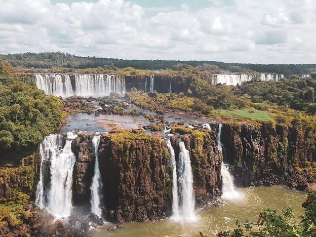 viagens e medidas covid 10 - cascatas do iguaçu no Brasil