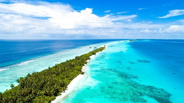 praias de areia branca e um incrível mundo subaquático nas maldivas